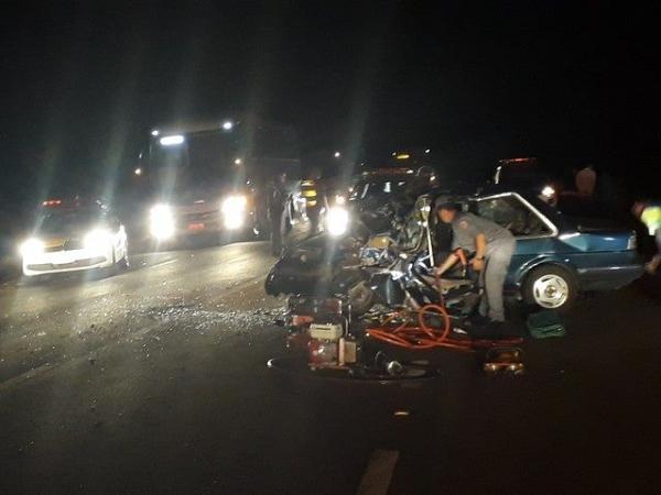 Idoso morre ao bater carro em carreta na rodovia entre Piraju e Manduri