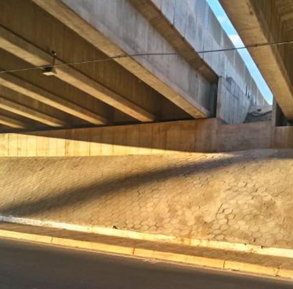 Adolescente cai de 10 metros de altura ao tentar pular vão de viaduto em rodovia de Avaré