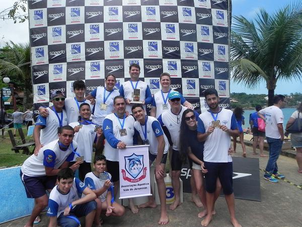 Após 6 anos, equipe de natação volta ao pódio