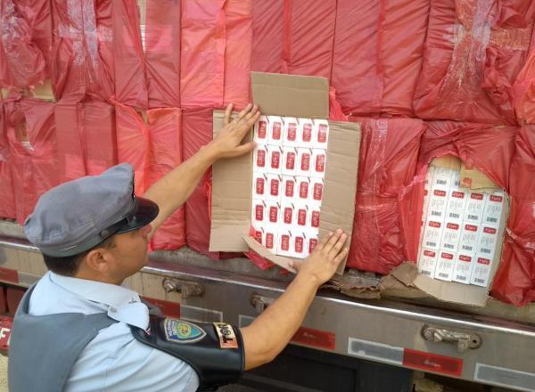 Homem é preso com 600 mil maços de cigarros em Avaré