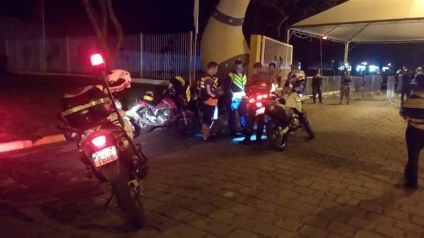 PM fiscaliza moto taxistas na EMAPA