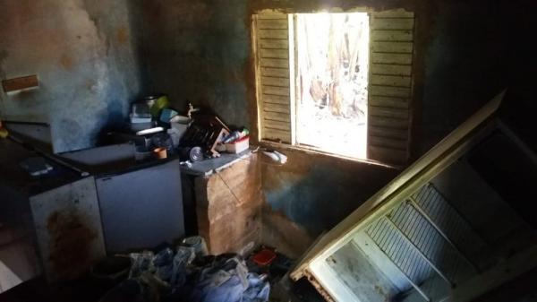 Incêndio atinge casa e danifica cômodos em Avaré