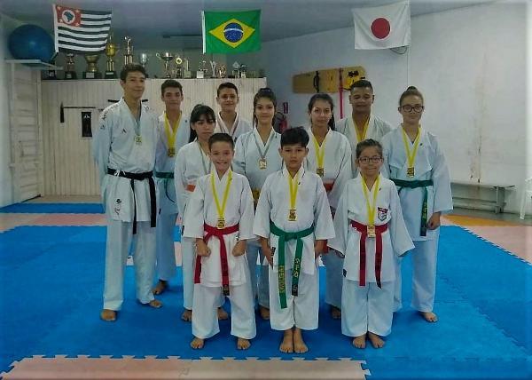 Karatê avareense obteve 13 medalhas na Copa Kobudo