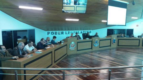 Câmara rejeita projeto do prefeito que alterava denominação de cargos