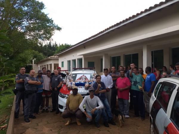 Policiais Militares de Avaré arrecadam panetones para o RAFA e Padre Emílio Immos