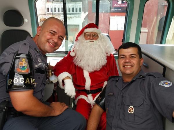 ROCAM realiza entrega de presentes no CAPS Avaré com a presença do Papai Noel