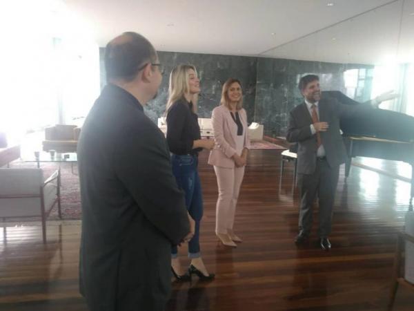 Michelle Bolsonaro nega que tenha pedido para peças de avareense serem retiradas do Palácio da Alvorada