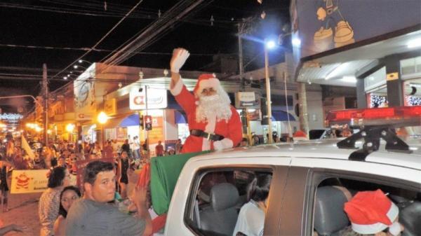 AFPCA encerra o ano com a apresentação da banda marcial e papai Noel no centro de Avaré