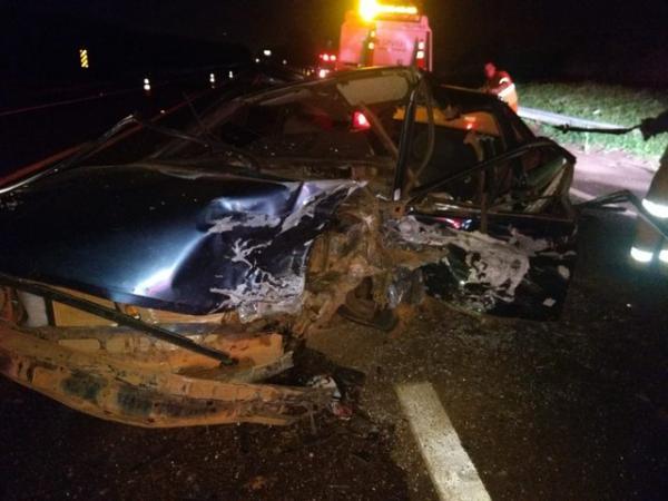 Colisão frontal entre carros mata um e deixa quatro feridos em rodovia de Avaré