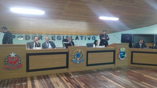 Vereadores arquivam relatório de comissão que pedia cassação do prefeito de Avaré
