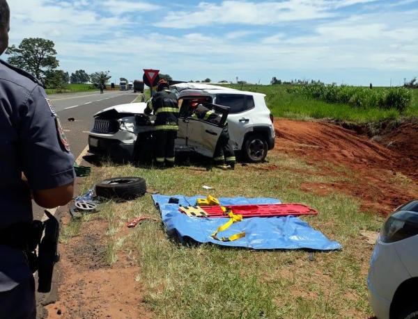 Quatro pessoas ficam feridas após acidente entre carro de Avaré e carreta em Rancharia