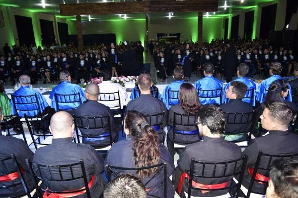 Faculdade Eduvale de Avaré realiza colação de grau dos formandos 2018