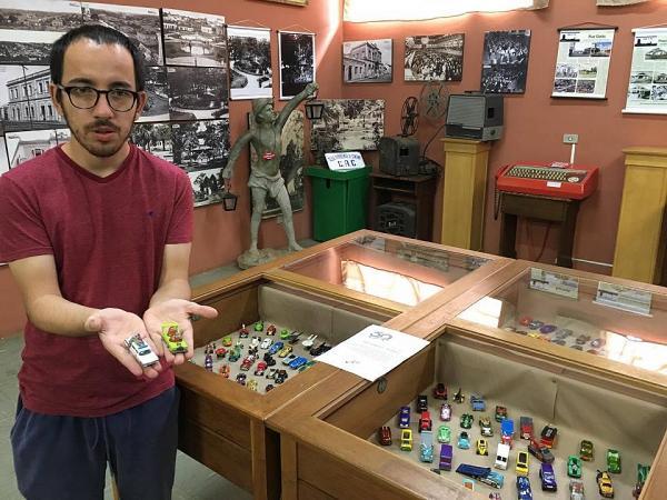 Museu exibe coleção de carros em miniatura