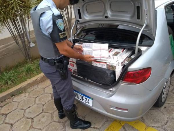 Dupla é presa ao ser flagrada com cigarros contrabandeados em rodovia de Avaré