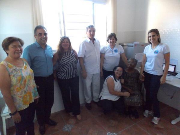 Rotary doa móveis de escritório para  o Asilo RAFA