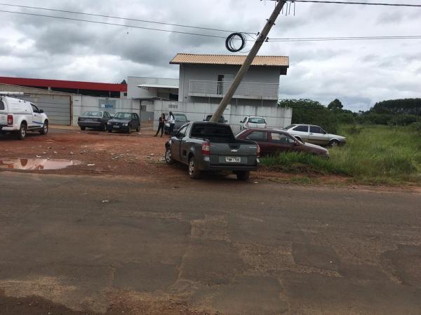 Motorista passa mal e colide carro contra poste em Avaré