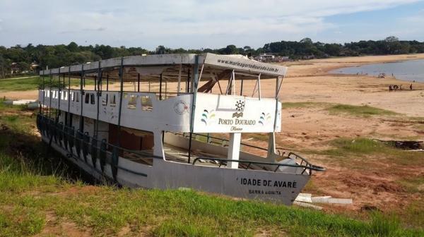 Foto de capa da Comarca viraliza e chama a atenção para barco abandonado