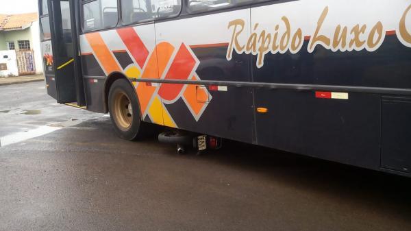 Motociclista fica ferida ao colidir com ônibus circular em Avaré