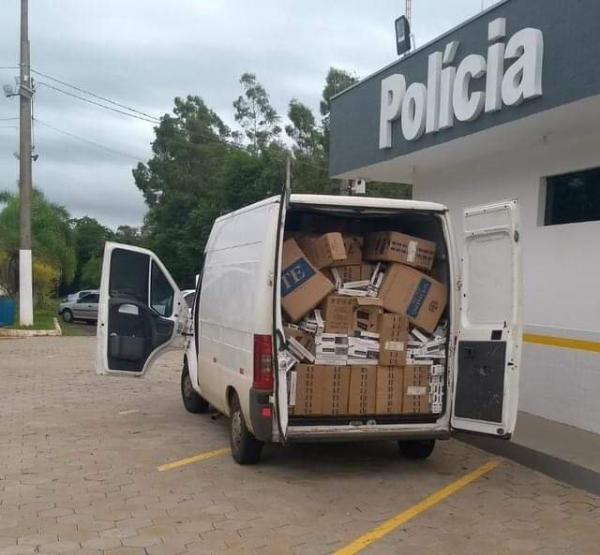 Polícia Rodoviária apreende 55 mil maços de cigarros contrabandeados em Avaré