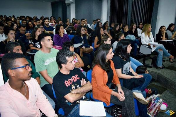 Alunas de jornalismo inauguram coletivo de empoderamento feminino