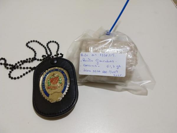 Polícia Civil prende homem e apreende menor no Plimec por tráfico de drogas